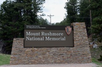 South Dakota, Black Hills, Mount Rushmore National Memorial sign